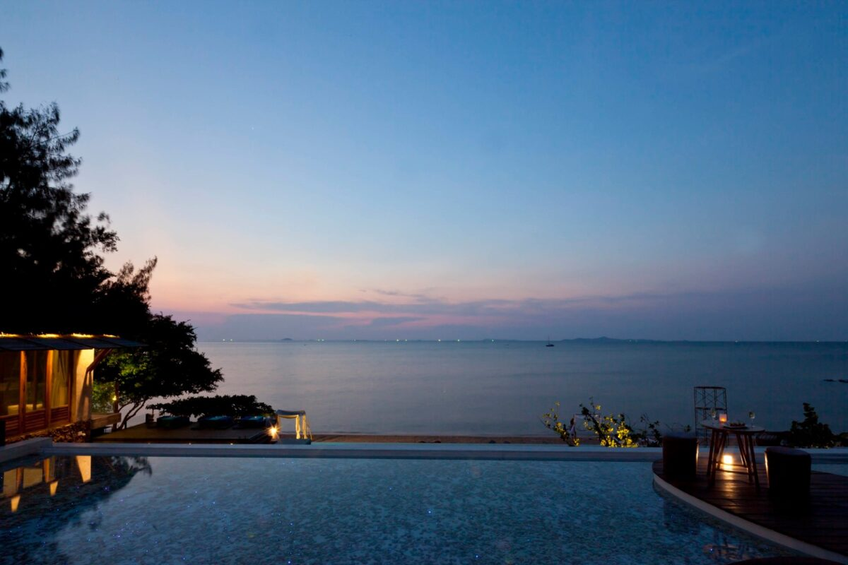 Pool villa by the sea2